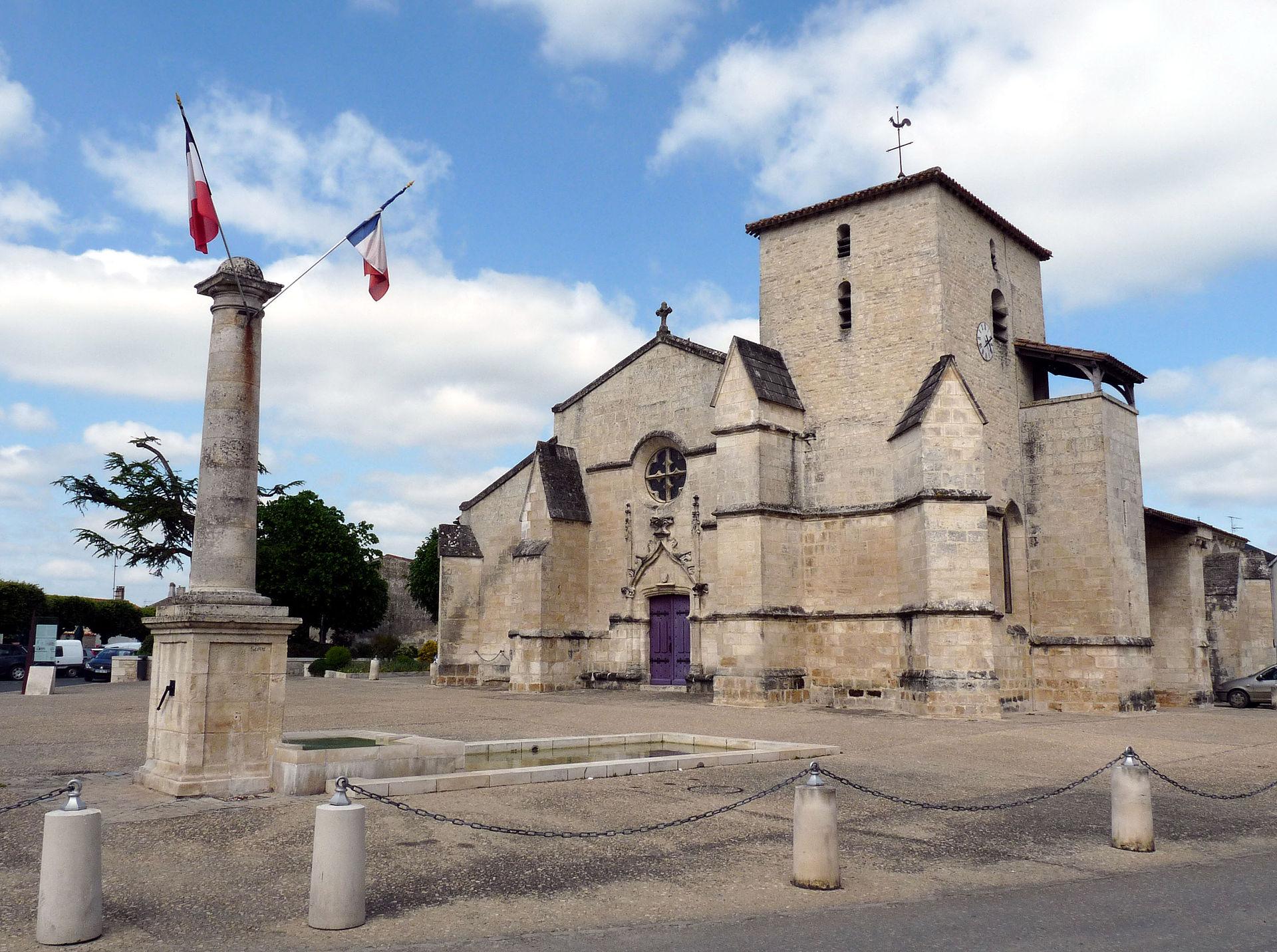 Ji-Elle — Travail personnel Eglise de la Ste-Trinité à Coulon (Deux-Sèvres) - Wikimedia Commons