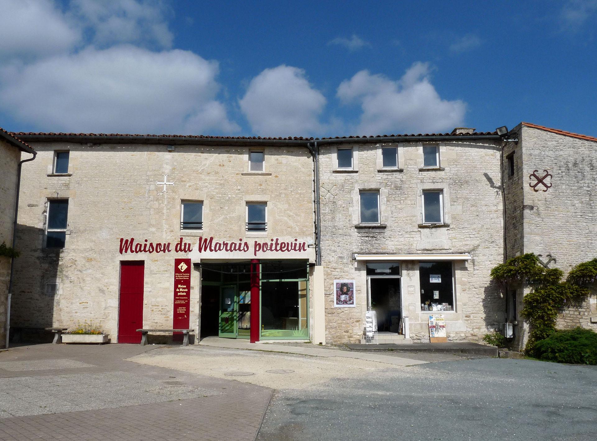 Ji-Elle — Travail personnel Maison du Marais poitevin à Coulon (Deux-Sèvres) - Wikimedia Commons